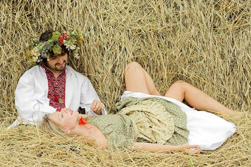 любовные игры на сеновале