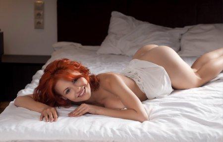 эро фото обнаженных красивых женщин в ночнушке
