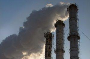 Жители Раковки жалуются на вредные выбросы в воздухе
