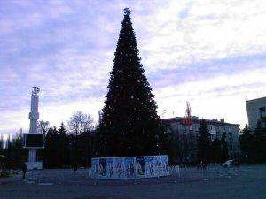 В Кременчуге начали устанавливать главную городскую елку