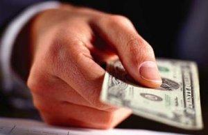 С новым законом взятки будут брать реже, но больше, - прогноз