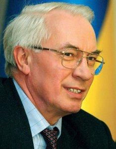 Азаров обещает не повышать пенсионный возраст, если люди будут против