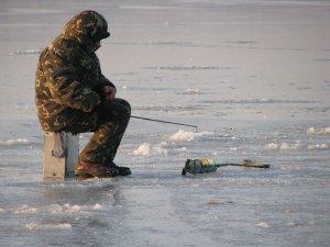 Рыбак проплыл на льдине 4 километра
