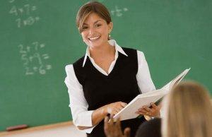 Учителям и врачам поднимут зарплаты почти в 2 раза
