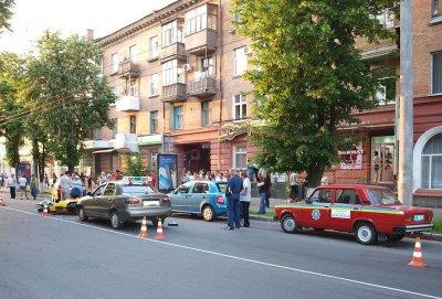 В ДТП в Полтаве водитель мотоцикла погиб, а пешеход в реанимации