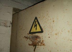 Сорокалетнего электрика убило током