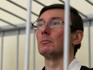 Суд по Луценко решил зачитывать показания потерпевших без их присутствия