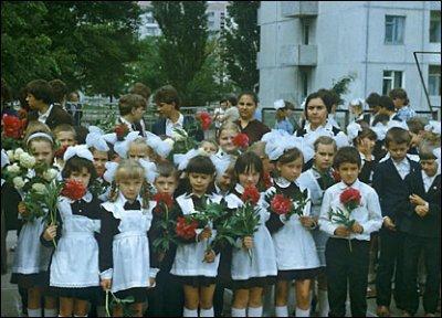Азаров просит выходной для родителей первоклассников