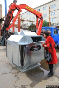 В Кременчуге мусорные контейнеры собирают по технологиям самолетостроения