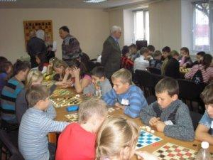 30 октября 2011 в детско-юношеском клубе «Дебют» прошли финальные соревнования традиционного турнира по шашкам