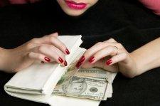 Мошенницы выманили у старушки 16 тысяч гривен