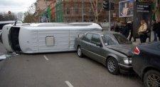 В Кременчуге перевернулась маршрутка с пассажирами