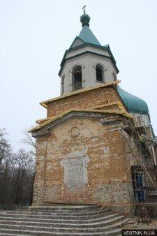 В Кременчуге под стенами храма прихожане просили вернуть им святого отца