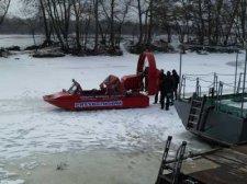 Кременчугские водолазы спасли детей со льдины