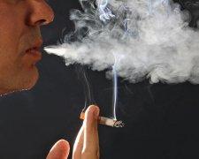 За курение на остановках будут наказывать штрафами до 10 тыс. грн.