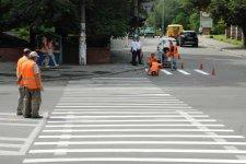 В Кременчуге продолжаются работы по разметке автомагистралей