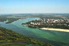 Кременчугские экологи убирают сооружения на островах Днепра