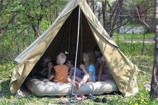Под Кременчугом дети отдыхают в палатках