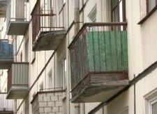 В Кременчуге упала часть балкона длиной 6 метров