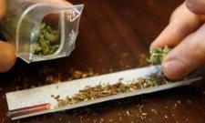 Кременчужанин хранил наркотики и оружие в письменном столе