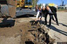 В Кременчуге на месте строительства спорткомплекса заложили «капсулу времени»