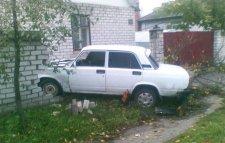 В Кременчуге водитель «Жигули» въехал в забор частного дома.