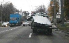 В Кременчуге на Молодёжном BMW сбил электроопору