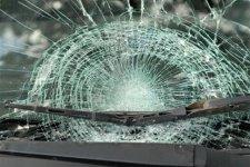 В Кременчуге хулиган разбил стекло в маршрутном такси