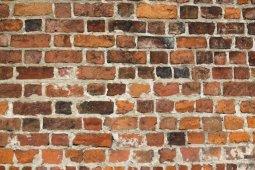 В Глобино на молодого человека обрушилась кирпичная стена