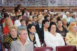 Студенты учат крюковских пенсионеров иностранным языкам