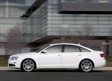 В Кременчуге маршрутка въехала в Audi A6