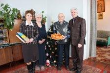 В Кременчуге долгожительница отметила 100-летие, а известному ветерану исполнился 101
