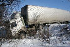 На Полтавщине из снега вытащили грузовик с цирконием, который следовал во Францию