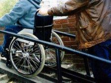 В Кременчуге в этом году станет  аж на 7 пандусов  для инвалидов больше