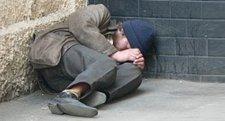 Бездомные умирают под многоэтажками Кременчуга