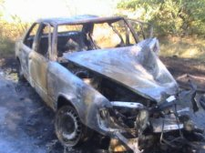 Вследствие наезда на дерево сгорел автомобиль и травмированы три человека