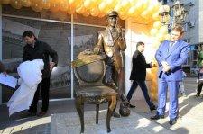 В Кременчуге появился памятник Остапу Бендеру