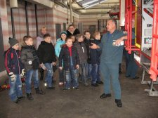 Спасатели пригласили первоклассников в пожарно - спасательную часть