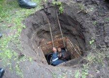 В Кременчуге возле банка обнаружили подземелье