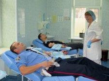 Гаишники сдали кровь для пострадавших в ДТП