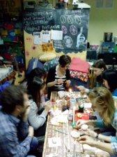 Майстер-клас із розпису писанок в переддень Великодня у міському «Просторі ідей»
