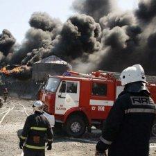 Пожежу на Васильківській нафтобазі майже ліквідовано, винних мають покарати