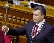 Порошенко захищає права Януковича в КС?